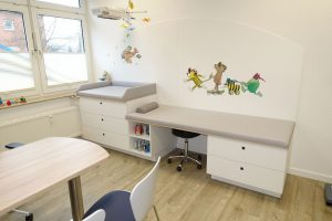 Behandlungsliege Kinderarzt
