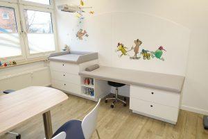 Behandlungsliege Kinderarzt-ki21